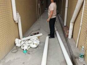 松岗高空安装排污水管