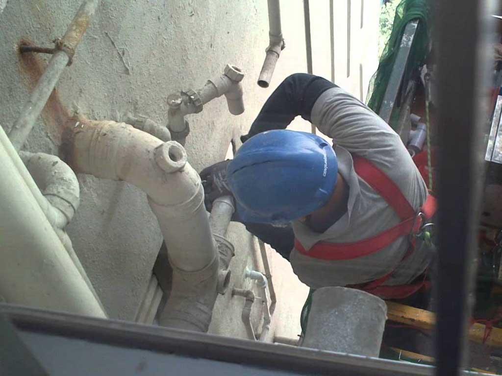 松岗碧头排水管道维修