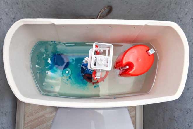 马桶水箱内部