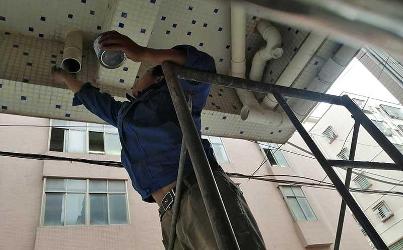 涂抹PVC管胶水