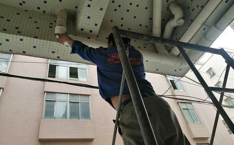 安装完毕后的排水管
